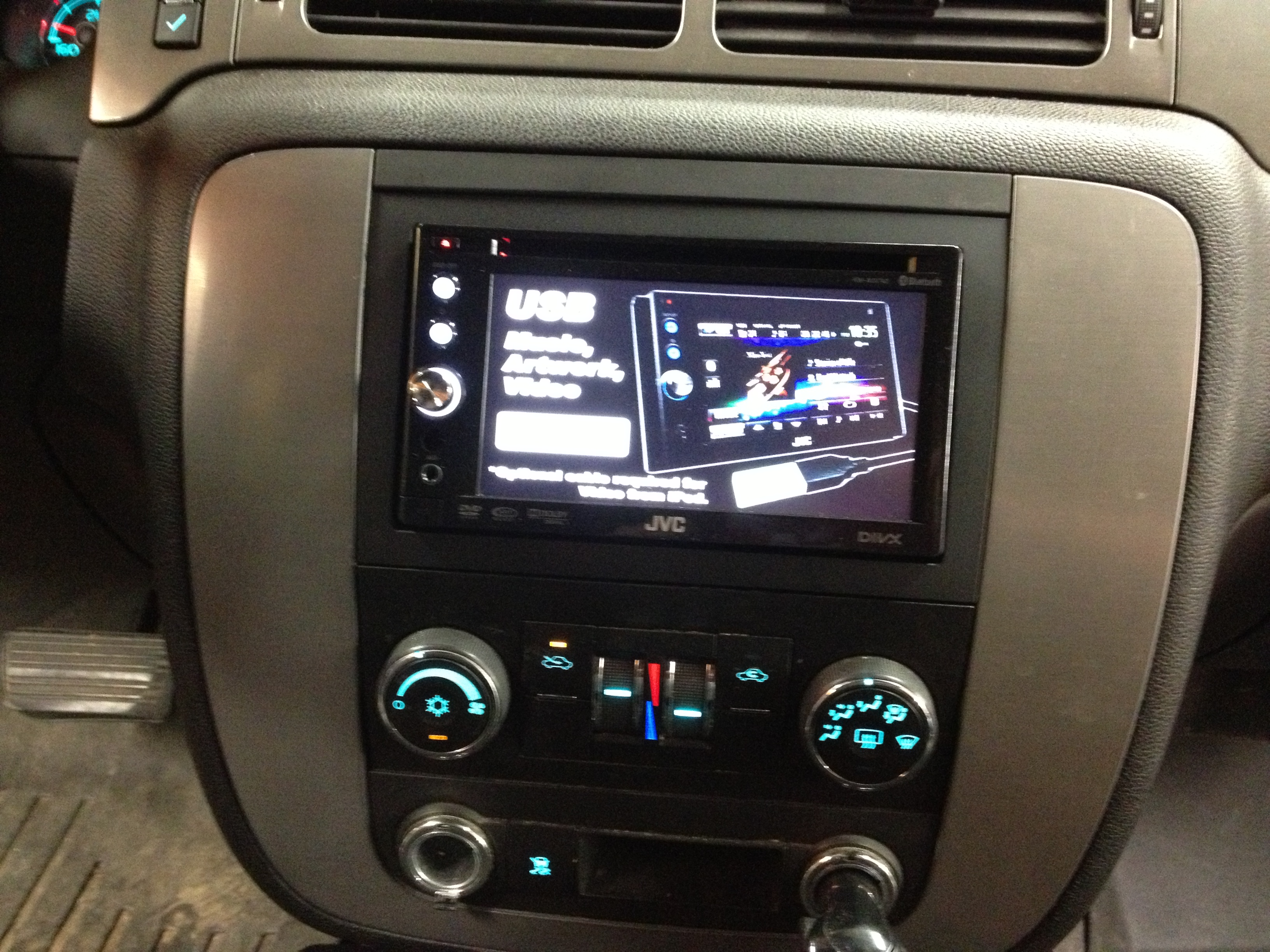 Photo 2009 Chevy Avalanche Aftermarket Radio